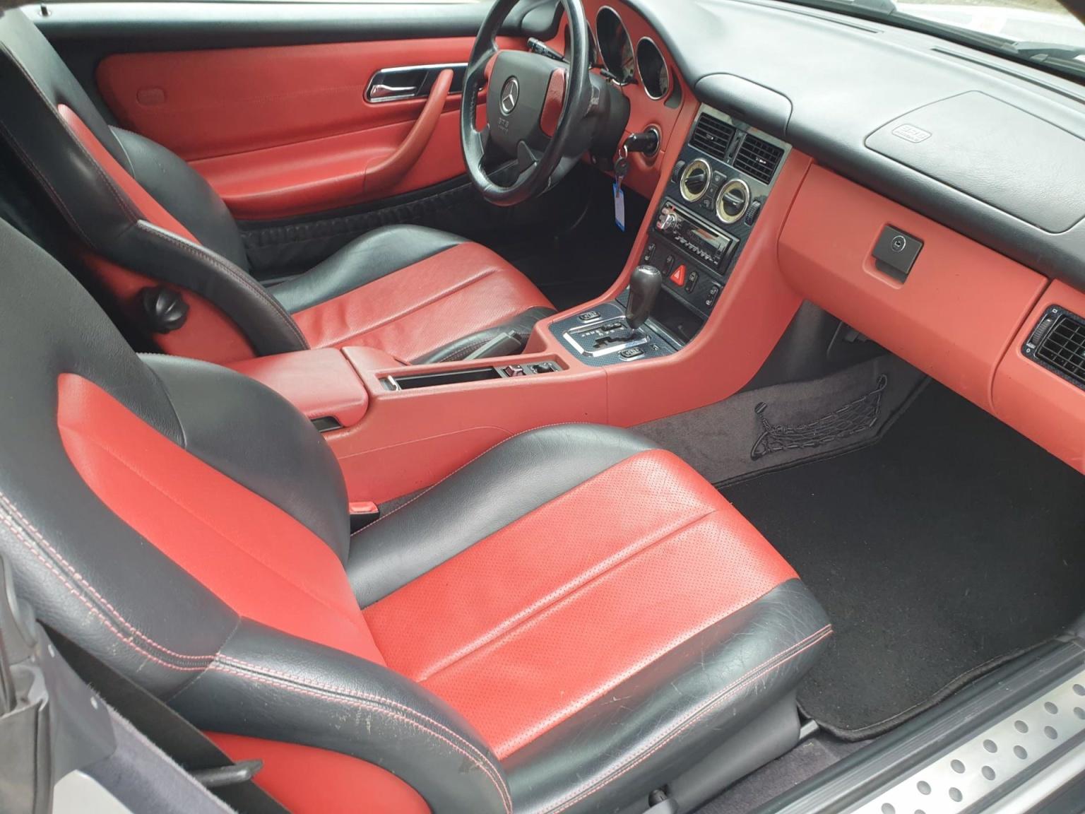 Mercedes-Benz-SLK-7