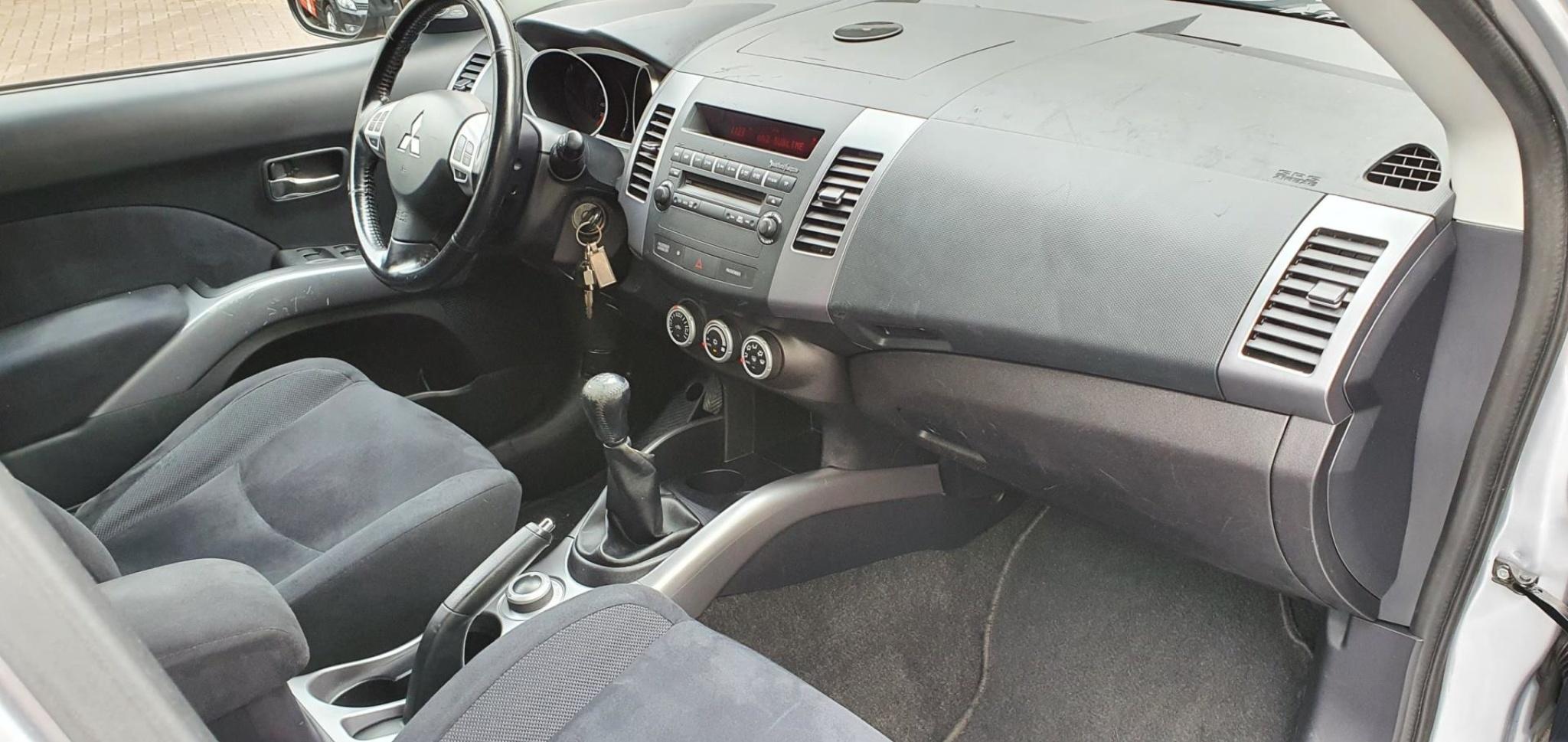 Mitsubishi-Outlander-10