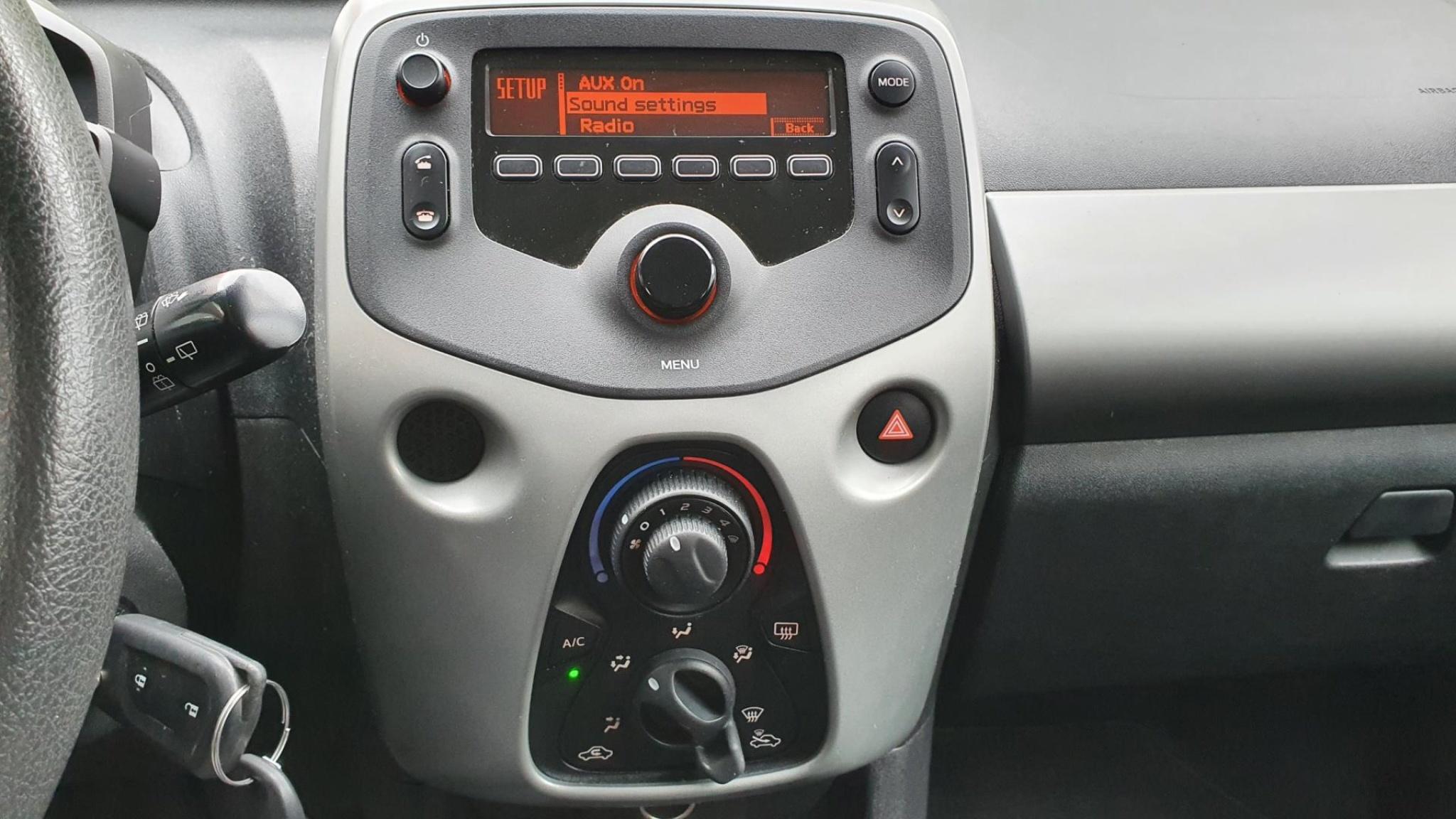 Peugeot-108-13