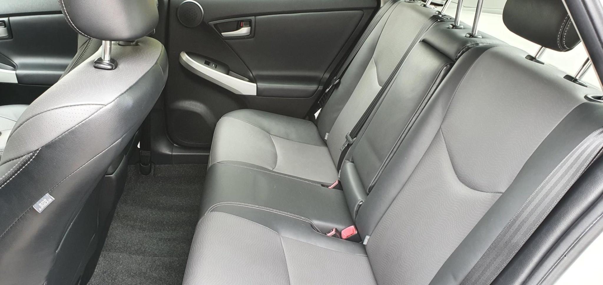 Toyota-Prius-11