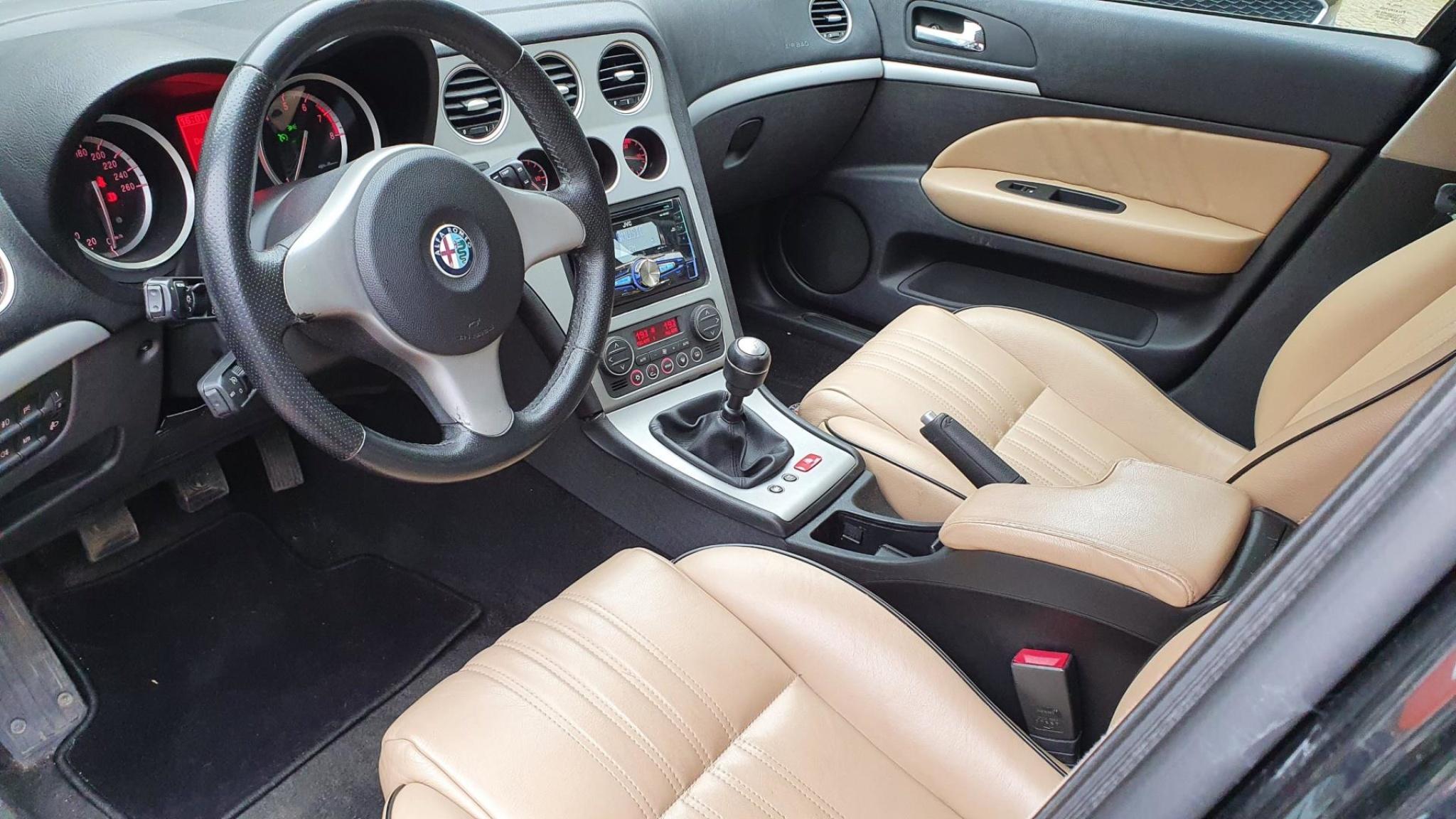 Alfa Romeo-159-22