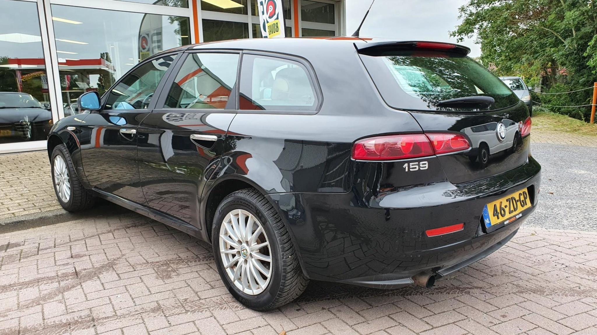 Alfa Romeo-159-5